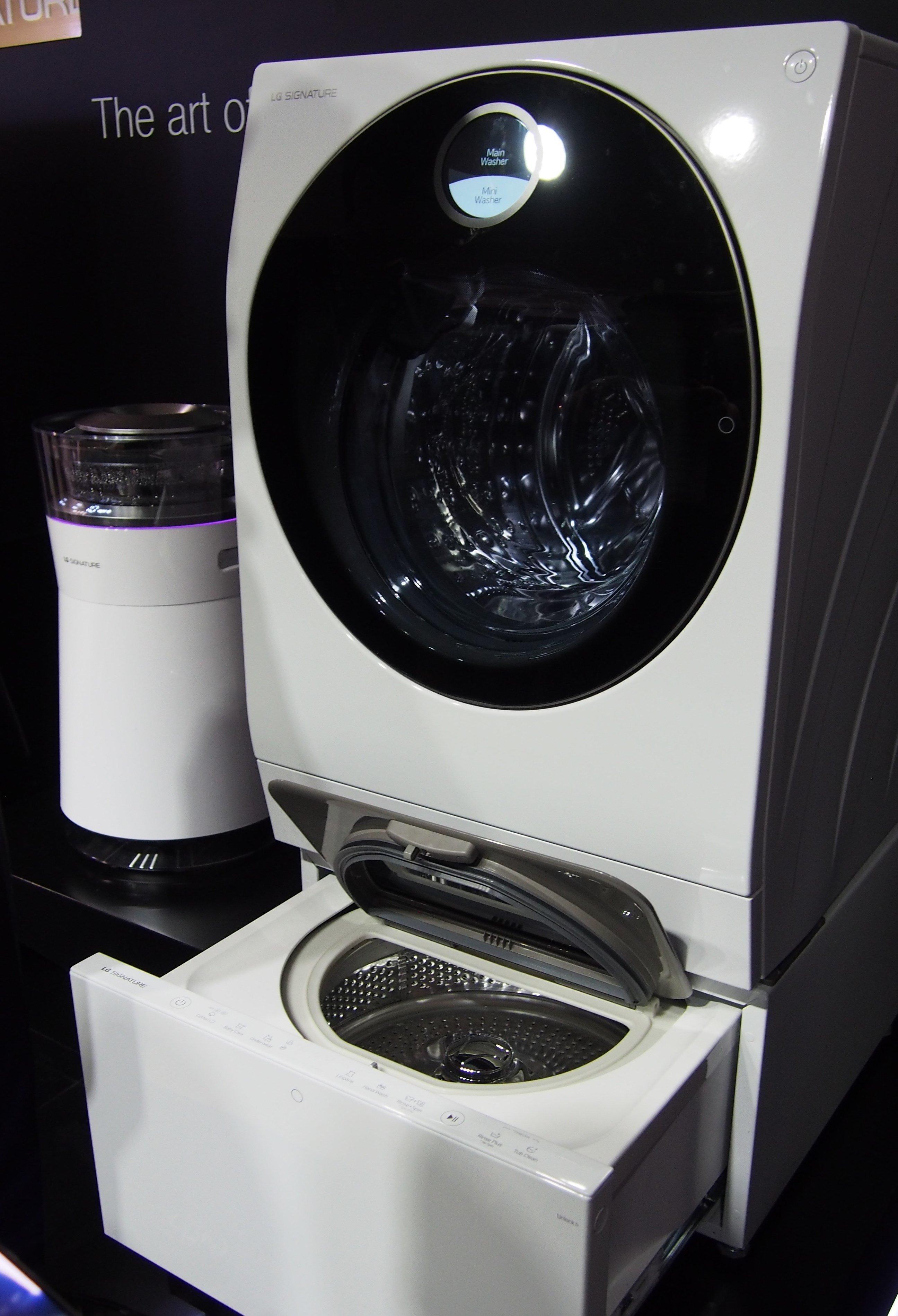 Lg brings its signature washing machine in a washing for Lavatrice doppio cestello