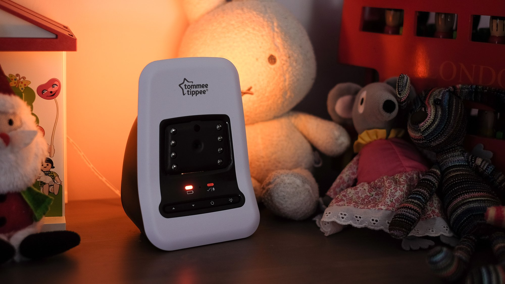 tommee tippee closer to nature video sensor monitor review the baby monitor. Black Bedroom Furniture Sets. Home Design Ideas