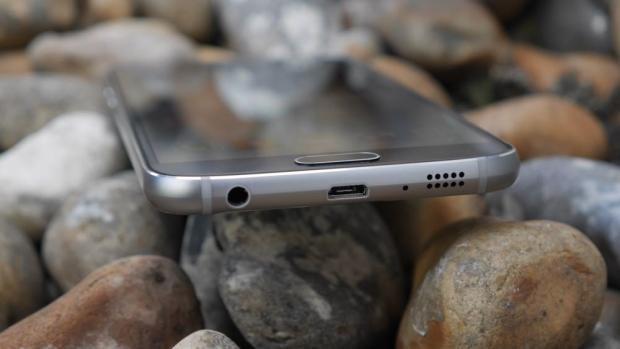 Samsung Galaxy S6 USB port