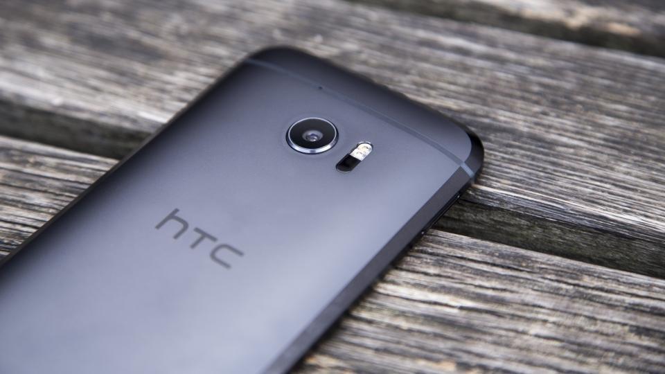HTC 10 rear edge