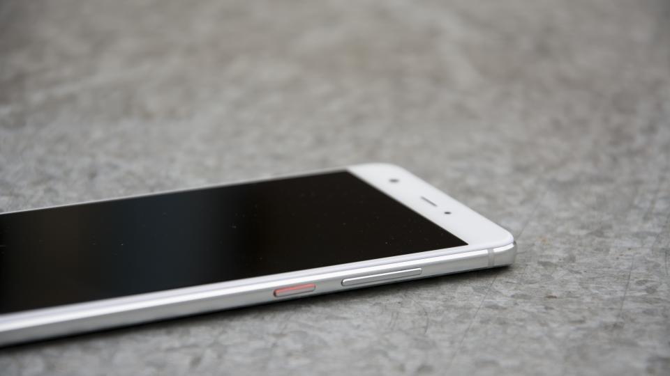 Huawei Nova right side
