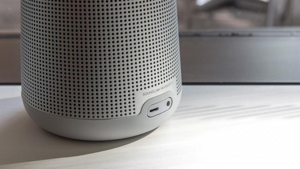 bose soundtouch revolve review big sound impressive 360 degree audio expert reviews. Black Bedroom Furniture Sets. Home Design Ideas