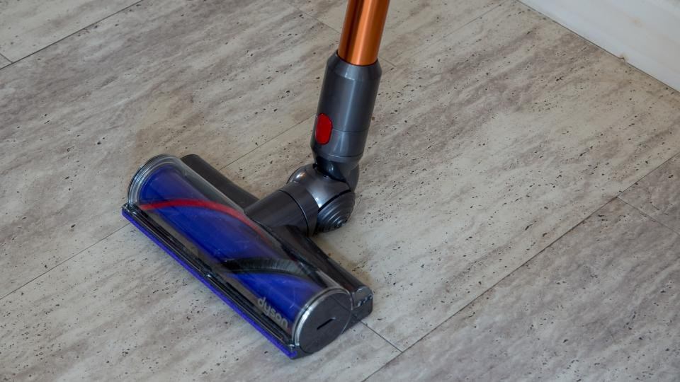 dyson cyclone v10 the upright vacuum killer expert reviews. Black Bedroom Furniture Sets. Home Design Ideas