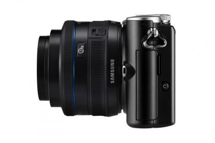 Samsung NX100 side