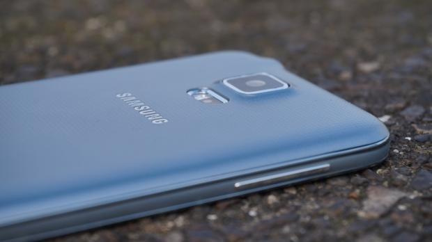 Samsung Galaxy S5 Neo camera
