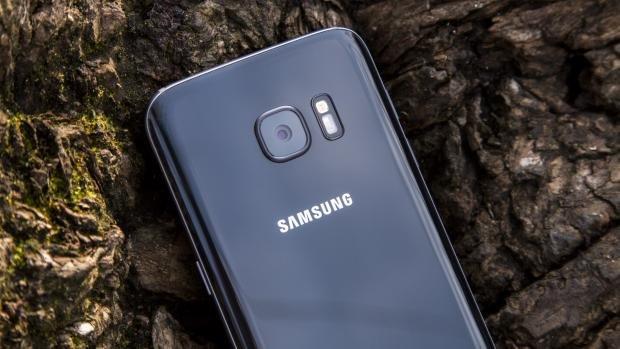 Samsung Galaxy S7 close up camera