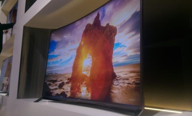 Panasonic's curved CX850 4K TV