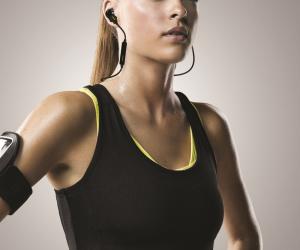 Jabra Sport Pulse female model