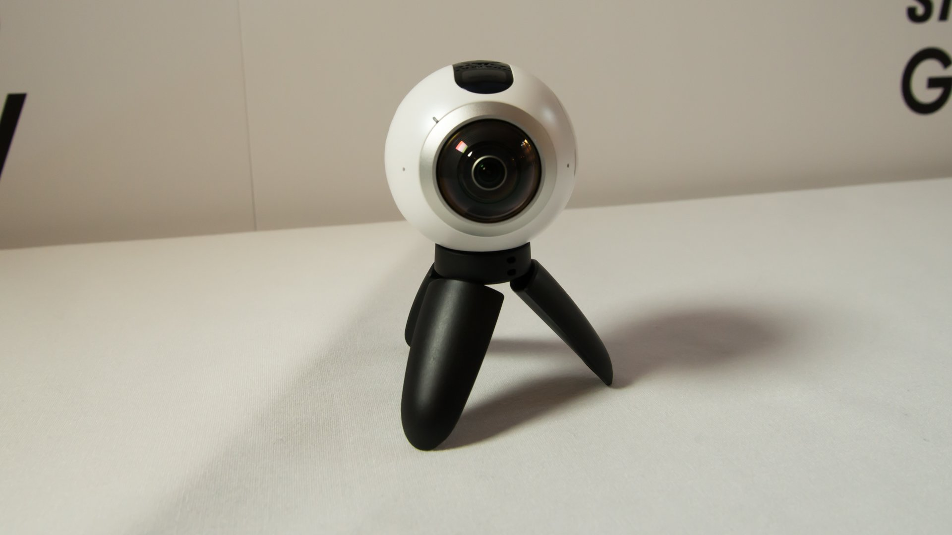 Samsung Gear 360 review - hands on with the VR camera, UK