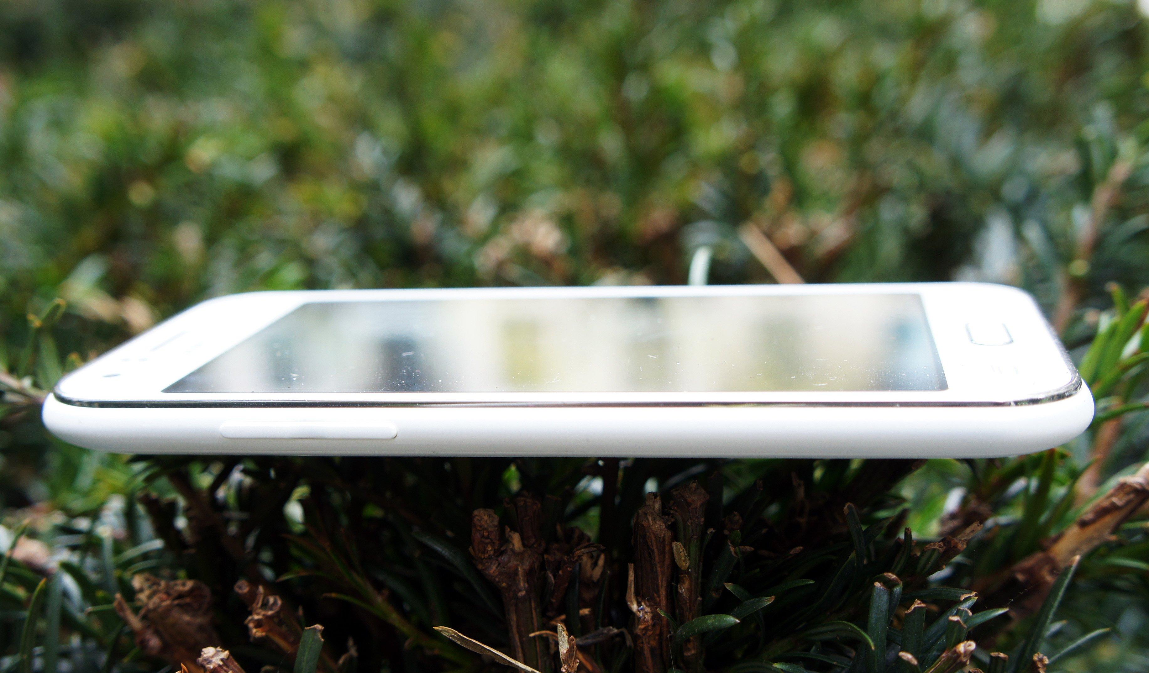 Samsung Galaxy J1 2015 Review This Is No Moto E Expert Reviews Ace 2016 J111 Side