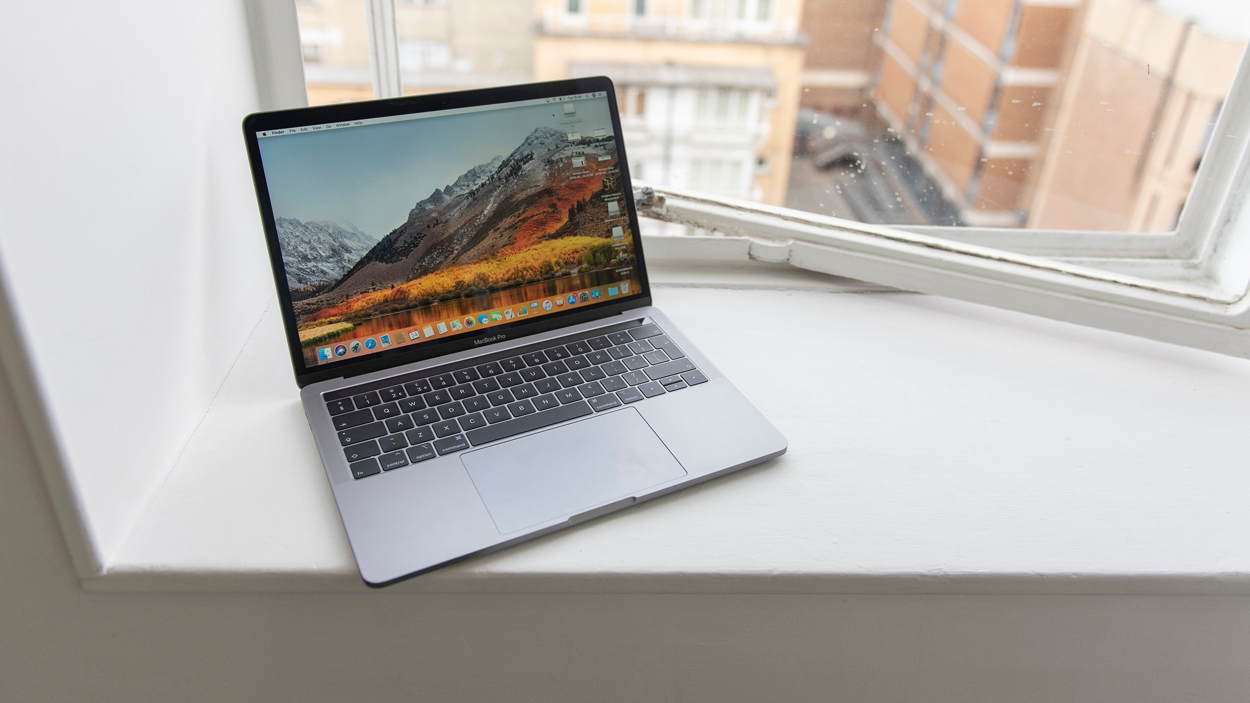 Macbook Pro Vs Macbook Air 2018 Which One Should You Buy Expert