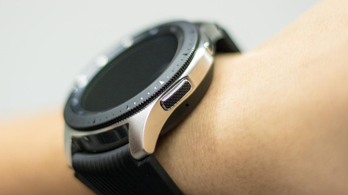 Samsung Galaxy Watch Deal Grab A Free Wireless Charging Station And A Discount When You Trade In An Old Smartwatch Expert Reviews