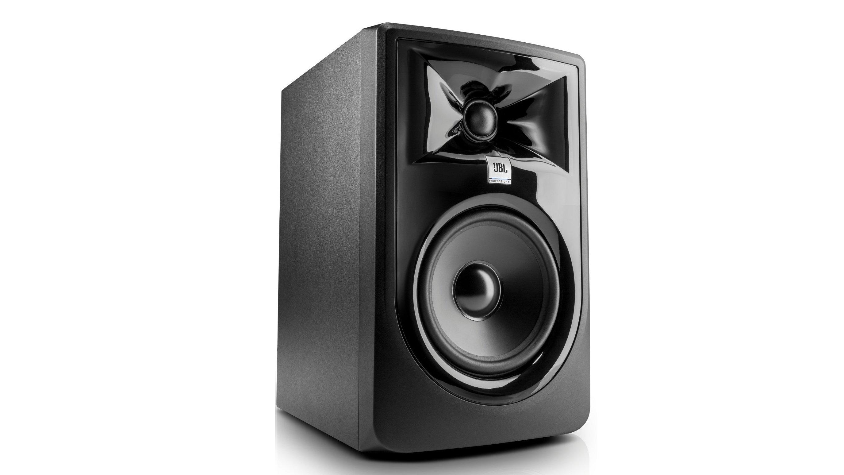 jbl lsr305p mkii review superb sounding speakers for under 250 expert reviews. Black Bedroom Furniture Sets. Home Design Ideas