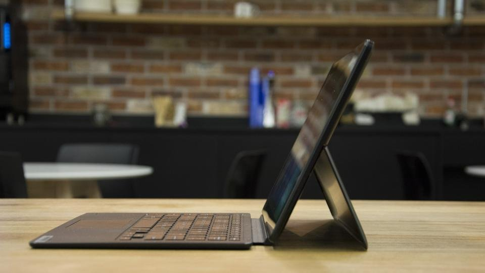 Linx 12X64 review: A Surface Pro wannabe that costs only £200
