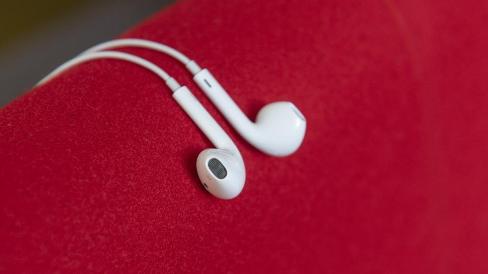 Apple Earpods Review They Re Free With All Iphones But