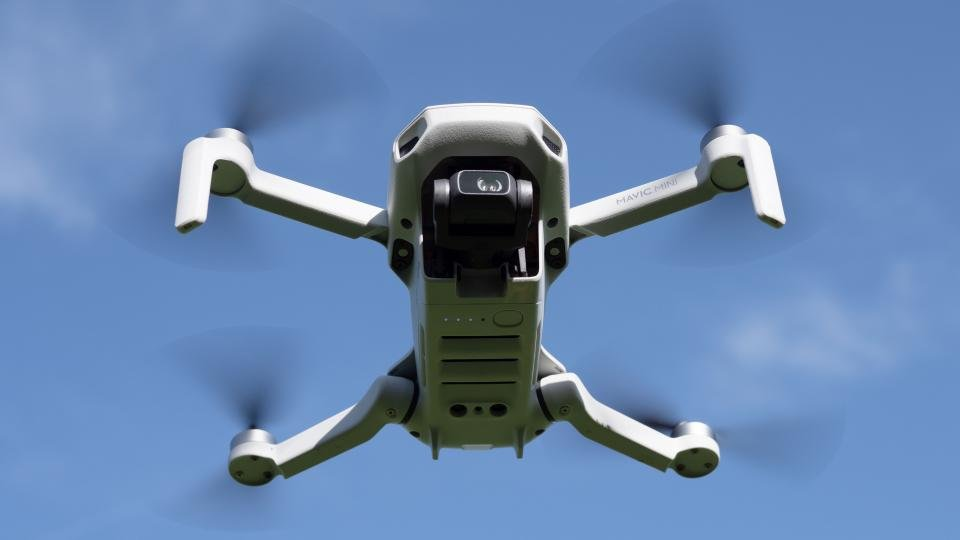 DJI makes app to pinpoint drone pilots