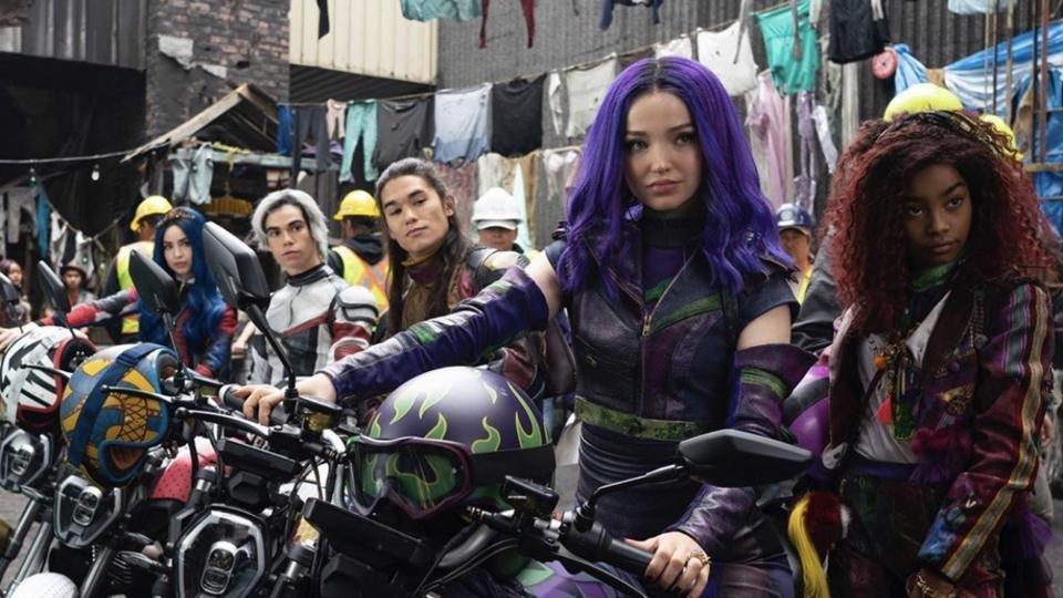 Новые фильмы и сериалы в Disney Plus в апреле