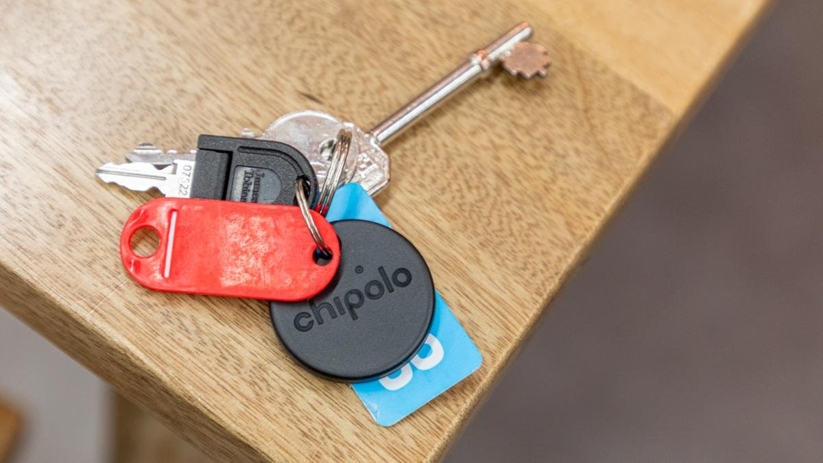 2020 - Loudest Water Resistant Bluetooth Key Finder CHIPOLO ONE Blue